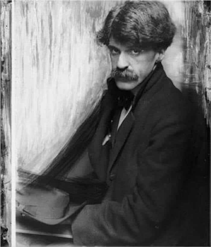Grayscale portrait of Alfred Stieglitz.