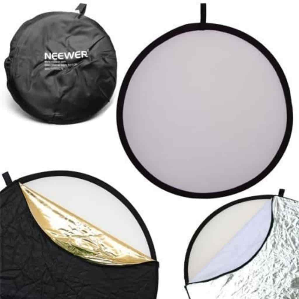 Neewer light reflectors and bag.